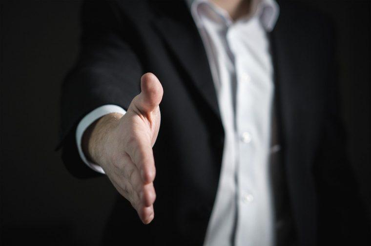 Comment favoriser la prise de contact client à un événement professionnel ?