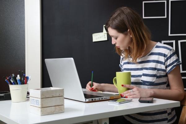 Femme freelance et portage salarial